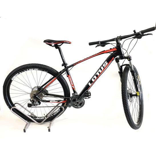 bicicleta-lotus-com-alivio-hidraulico-preta-com-vermelho