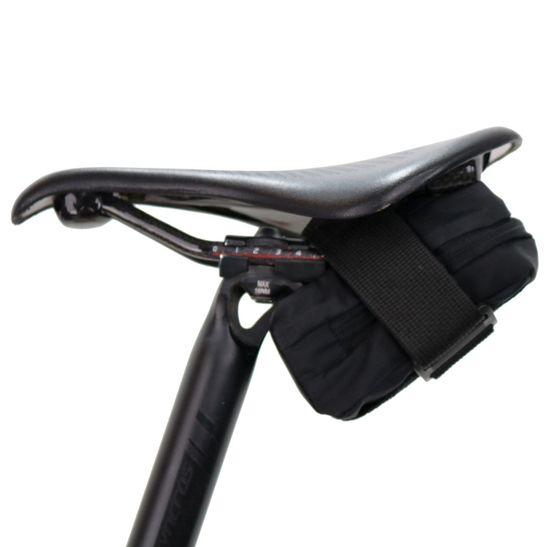 bolsa-de-selim-para-bicicleta-marca-hupi-modelo-nano-preto-pequena-de-qualidade-com-ziper-facil-acesso-e-compartimento-interno