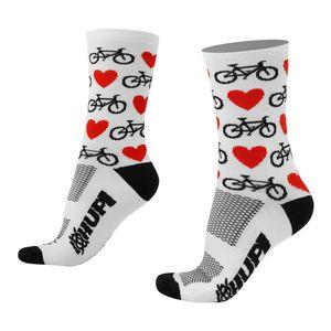 meia-de-ciclismo-de-alta-qualidade-love-bike-coracoes-bikes-branca-com-preto-e-vermelho-cano-medio-semi-compressao